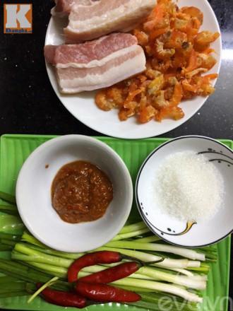 Thịt, tôm nõn rim mắm tép đậm đà ngon cơm