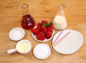 Thưởng thức sinh tố dâu tây kem tươi giải nhiệt mùa nóng