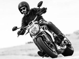 Đàn ông có bị vô sinh nếu ngồi lên yên xe máy để ngoài nắng?