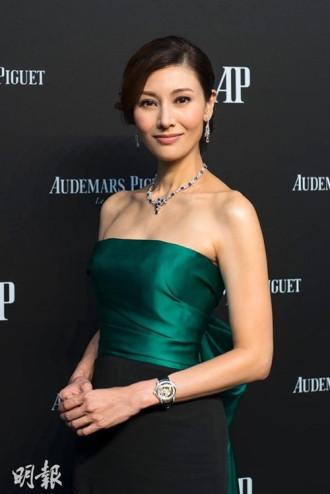 """Hoa hậu đẹp nhất lịch sử Hong Kong và 2 lần mang tiếng """"hồ li"""""""