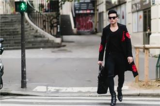 Lê Xuân Tiền lịch lãm trên đường phố Paris
