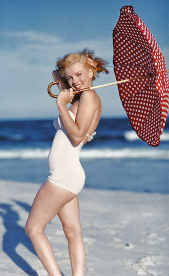 """Những bức ảnh áo tắm kinh điển của """"biểu tượng sex"""" Marilyn Monroe"""