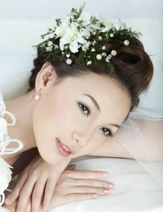 Những kiểu tóc dễ thương quyến rũ cho cô dâu ngày cưới