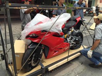 Đập thùng chiếc Ducati 959 Panigale đầu tiên tại Sài Gòn