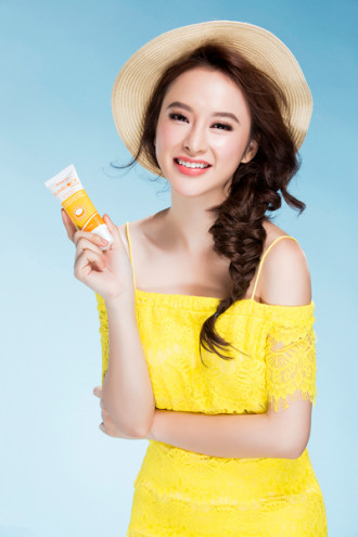 Trang điểm chuẩn hè xinh đẹp như Angela Phương Trinh