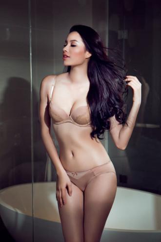 Trang tin nổi tiếng chọn Phạm Hương sexy nhất Việt Nam