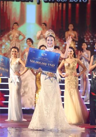 Hình ảnh Thu Ngân khi đăng quang Hoa hậu Bản sắc Việt Toàn cầu 2016