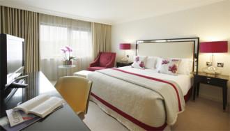 Giường ngủ nên đặt 4 gối như phòng khách sạn vì sao