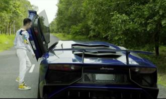 Minh Nhựa và vợ thử tốc độ của Lamborghini Aventador SV